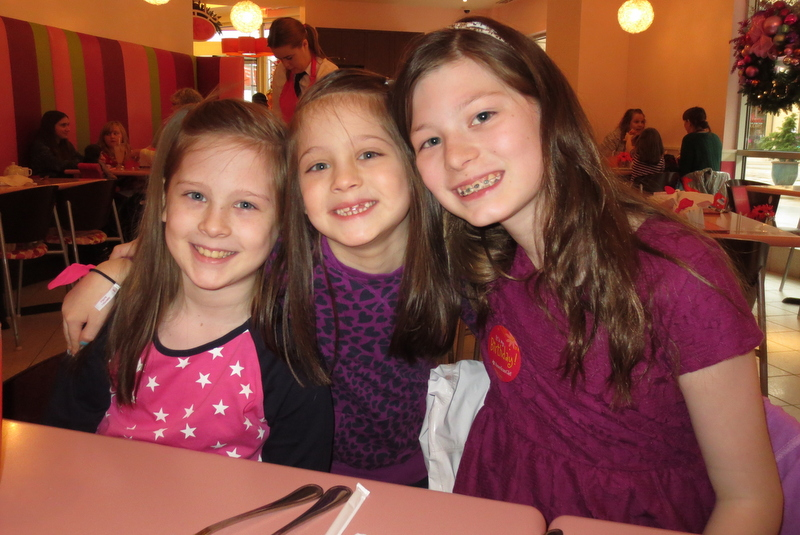 The girls at lunch